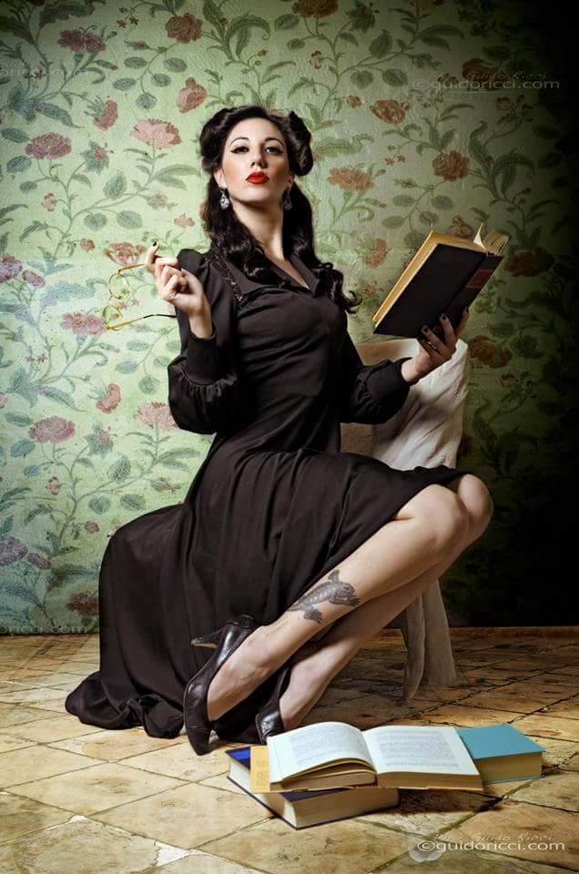 Copertina: La Burlesque Performer e modella Black Bijou
