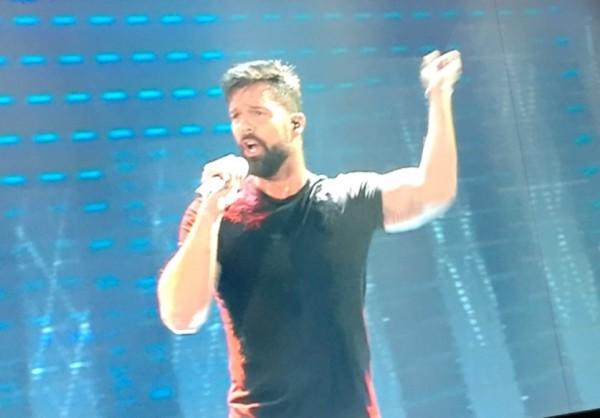Ricky Martin Sanremo 2017 prima serata ospite internazionale gay omosessuale