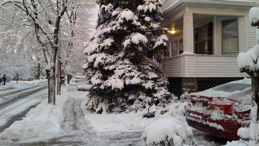 2016-02-05_house in snow_sm