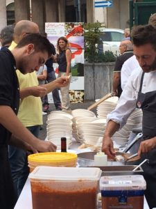 chef-stellati-veneto-in-piazza-per-amatrice_2