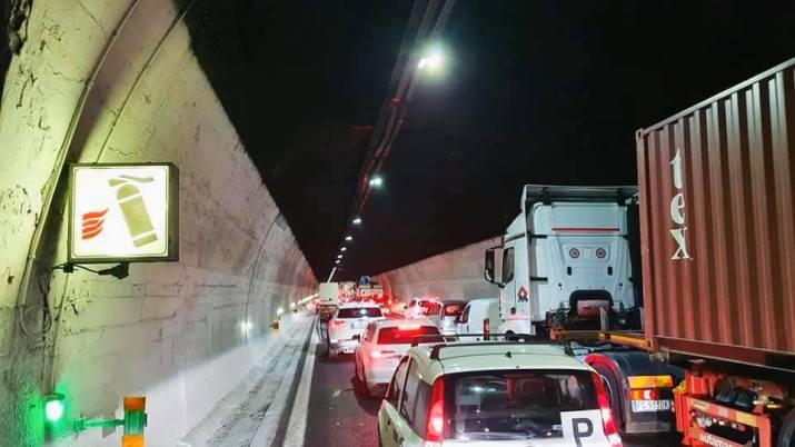 Λιγουρία, όλοι οι λόγοι για τη σύγκρουση των αυτοκινητοδρόμων πάνω από σήραγγες