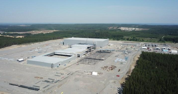 Quem financia a fábrica de baterias na Suécia
