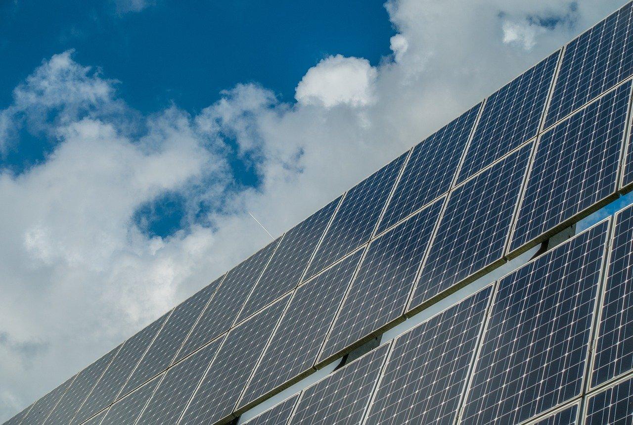 得益於 Natixis、Intesa 和 Unicredit,在意大利購買了 Obton (Sagitta) 光伏系統