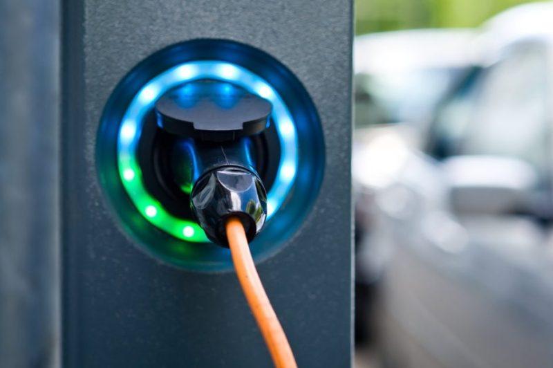 По мере того как в Италии мелькают электромобили, вот последние данные.