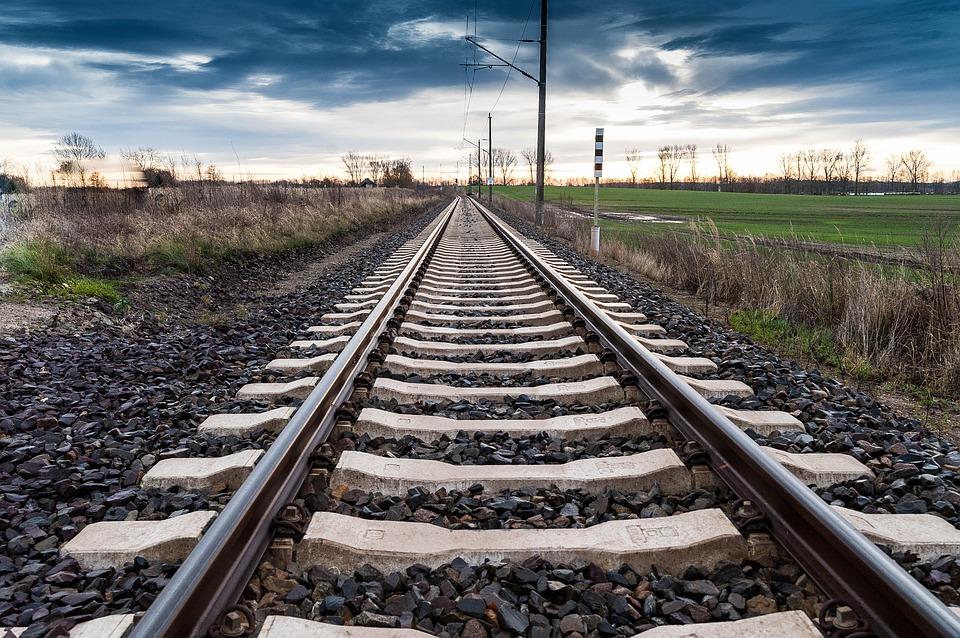 該州在英國鐵路上記錄私人身份。世界報