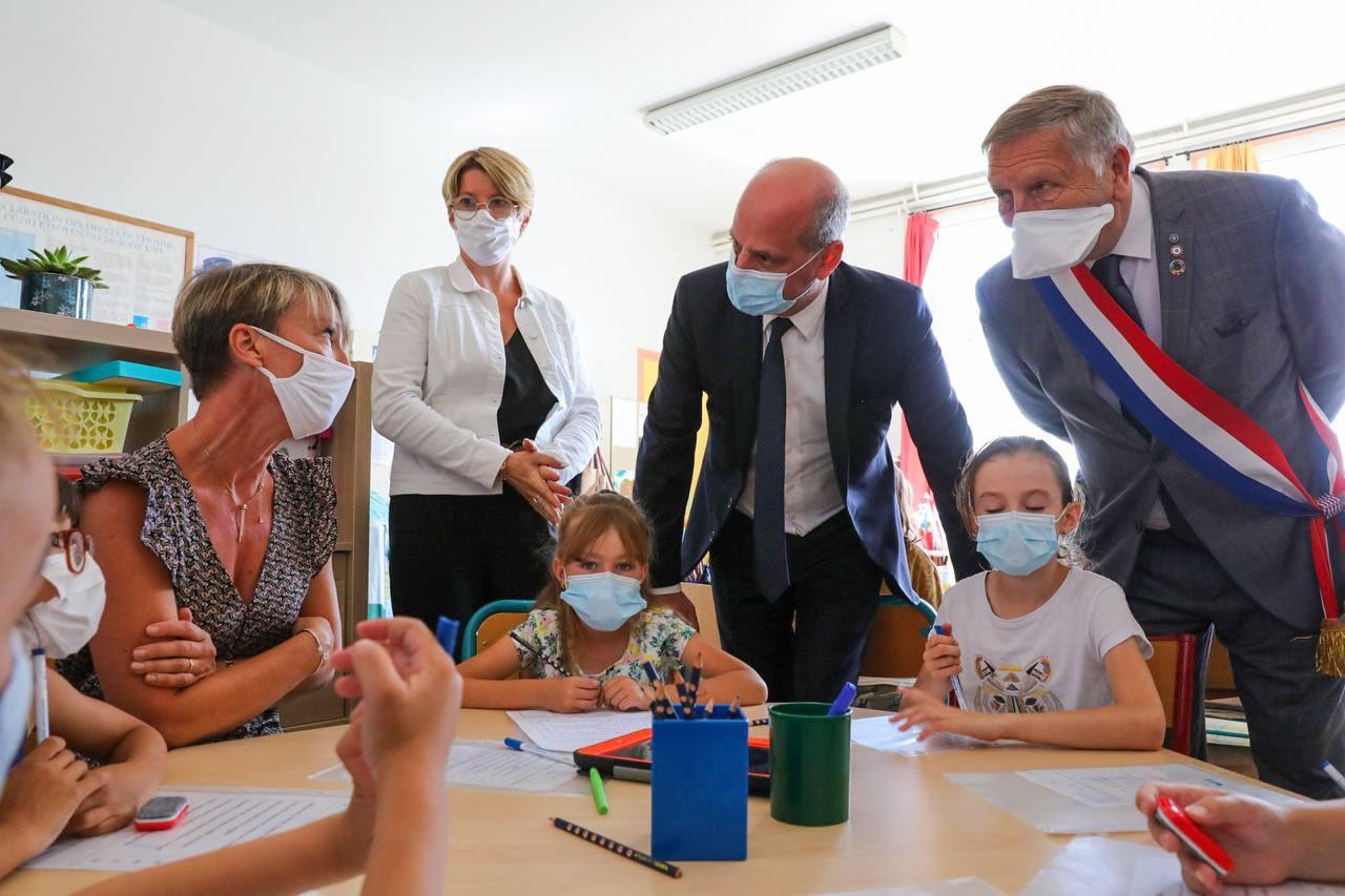 これはフランスがワクチン接種を受けた学校に送る方法です