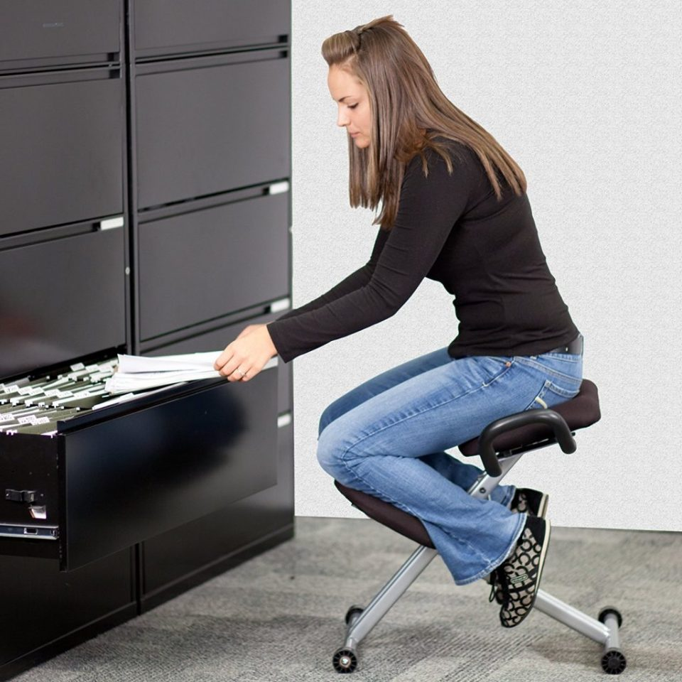 Kneeling Chair - Guide to Chairs and Stools for Standing Desks