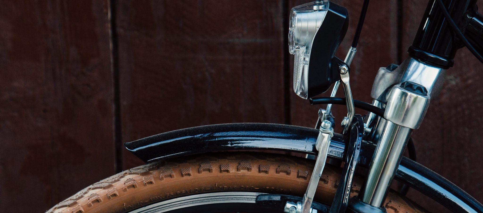 10-gear-essentials-winter-biking