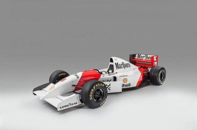 Ecclestone kúpil monopost, na ktorom jazdil Ayrton Senna.