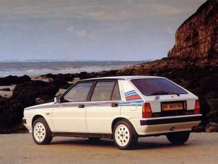 lancia_delta_hf_turbo_martini_uk-spec_1