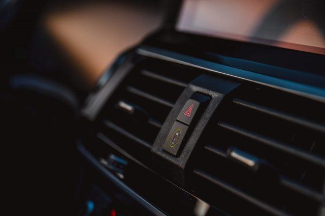 BMW X3 xDrive 30e asistenty