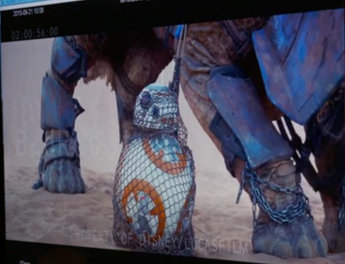 BB-8 zit gevangen in het net van Teedo.