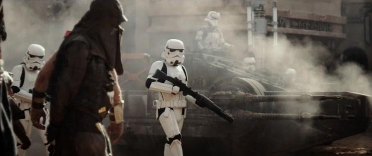 Hier zien we Stormtroopers door een straat lopen met een tank op de achtergrond die we nog niet eerder gezien hebben.