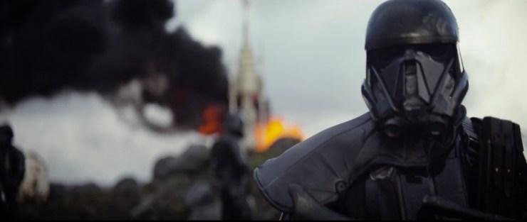 """De zwarte Stormtrooper die we gisteren ook in de teaser zagen. De geruchten zijn dat deze """"Death Troopers"""" of """"Death Squad"""" of iets in die richting heten."""