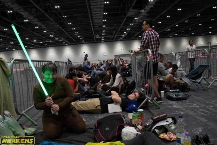 Star Wars fans liggen de avond vóór SWCE in de rij voor een wristband!