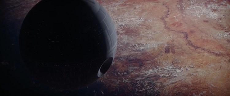 Een prachtig shot van de Death Star nabij Jedha.