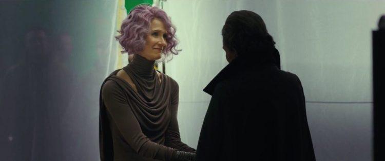 Laura Dern en Carrie Fisher ontmoeten elkaar als Vice Admiral Amilyn Holdo en General Leia Organa.