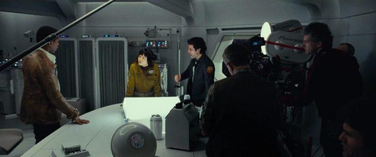 Finn, Rose en Poe in de medische ruimte waar Finn herstelde van zijn verwondingen.