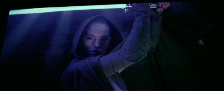 Rey in een mantel en in een indrukwekkende pose.