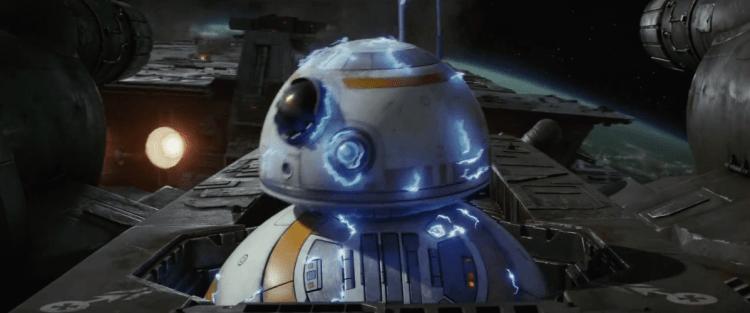 Terug in het ruimtegevecht worden we getrakteerd op een klassiek Star Wars shot. Een droid die geëlektrocuteerd word en waarbij we de elektriciteit in duidelijke vorm over het lichaam zien vliegen.