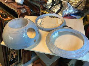 De grote onderdelen na een eerste laagje epoxy en grondverf.