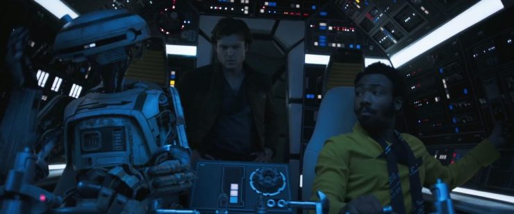 Lando geeft aan dat Han beter kan gaan zitten met zijn gordel om, waarop Han nogal sceptisch lijkt voor Lando de Falcon Hyperspace in schiet.