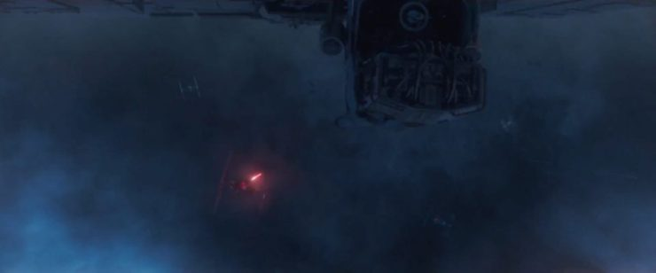 Hier zitten we weer in de grote storm waarin de Falcon achterna gezeten wordt door een Star Destroyer en TIE Fighters. We zien hier het enkele kanon onder de Falcon korte metten maken met een TIE.