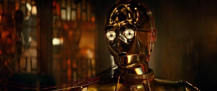 Waarop 3PO antwoord dat hij 'een laatste keer naar zijn vrienden kijkt'. Is dit het definitieve einde voor 3PO zoals we hem kennen, of is hij zoals we van hem gewend zijn weer eens over dramatisch? Hoe dan ook lijk dit voor hen allen een emotioneel moment.