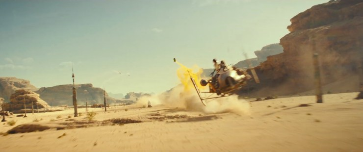 Welke vervolgens de lucht in vliegt en explodeert om twee Jet Troopers en een speederbike kwijt te raken.