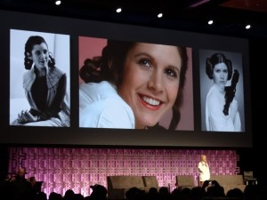 Billy Lourd rinde homenaje a Carrie Fisher