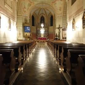 Uvnitř kostela
