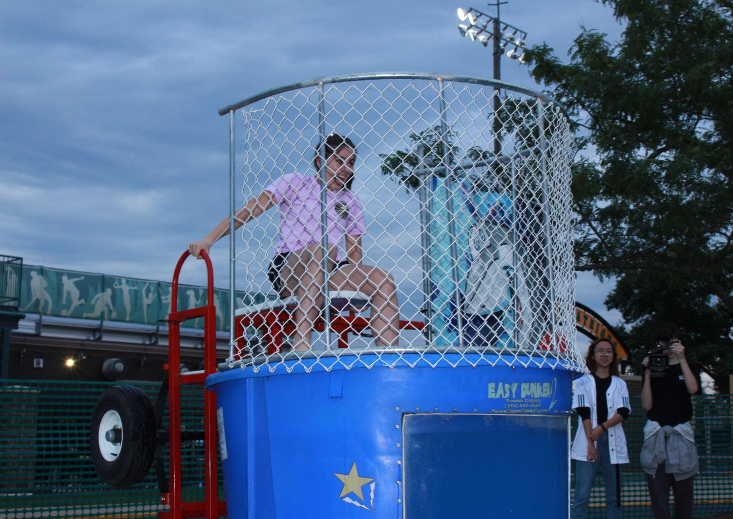 Lauren+Malenfant+%2720+prepares+as+students+attempt+to+dunk+her.+The+dunk+tank+featured+multiple+students+and+teachers+throughout+the+night.+
