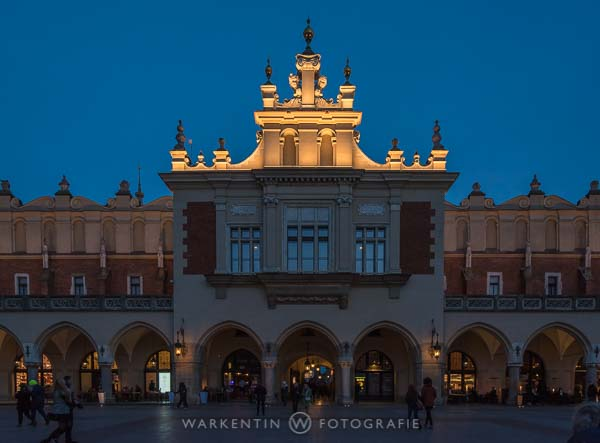Tuchhallen in Krakau in blauer Stunde