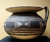 Tipico vaso di ceramica di manifattura dauna (550-400 a.C.)