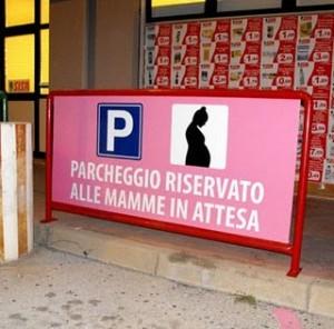 parcheggio riservato mamme in attesa