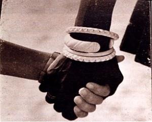 Mano bianco nera (www.ilmediterraneo.it)