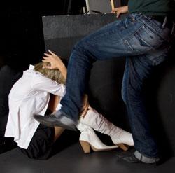 Violenze su donna, immagine d'archivio (noveFi)