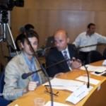 I consiglieri Matteo Ognissanti e Cosimo Titta invasi dai microfoni (Stato)