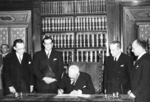 Firma delle Costituzione italiana (immagine d'archivio)