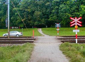Passaggio a livello senza barriere (bls.ch)