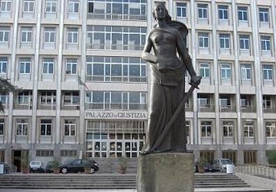 Esterno Tribunale Bari (Ph: mlftlive)