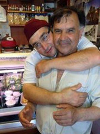 Saverio Grieco con un amico a Manfredonia (Ph: Claudio Castriotta)