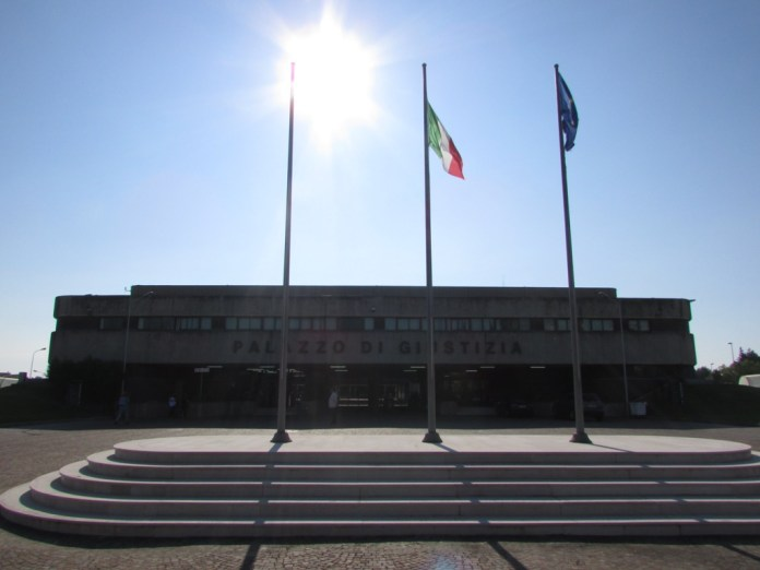 Esterno Tribunale di Foggia (statoquotidiano/Benedetto Monaco)