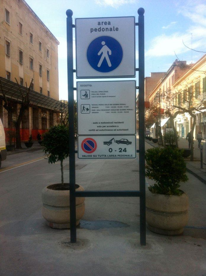 Cartello Isola Pedonale, Foggia (st) IMMAGINE D'ARCHIVIO