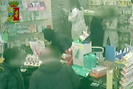 cerignola rapina in farmacia5-21042015 (8)