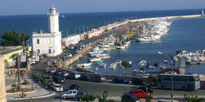 l molo di Levante del porto peschereccio di Manfredonia (ph: it.wikipedia.org)