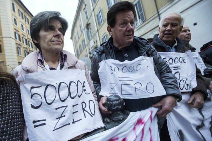 ph http://www.dirittiglobali.it - passata protesta contro Banca Etruria