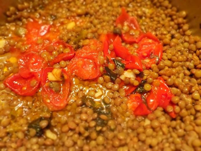sugo al fiocco rosso del pomodoro con lenticchie