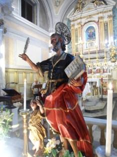 chiesa-di-s-matteo-la-sacra-statua-del-santo-alla-venerazione-dei-fedli-il-giorno-della-festa