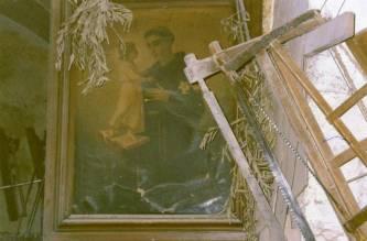 1995. Bottega di Michele Del Vecchio in via S.Francesco. Palme benedette poste vicino al quadro